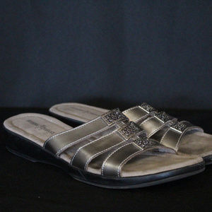 Women's 9 Minnetonka Gray Sandals
